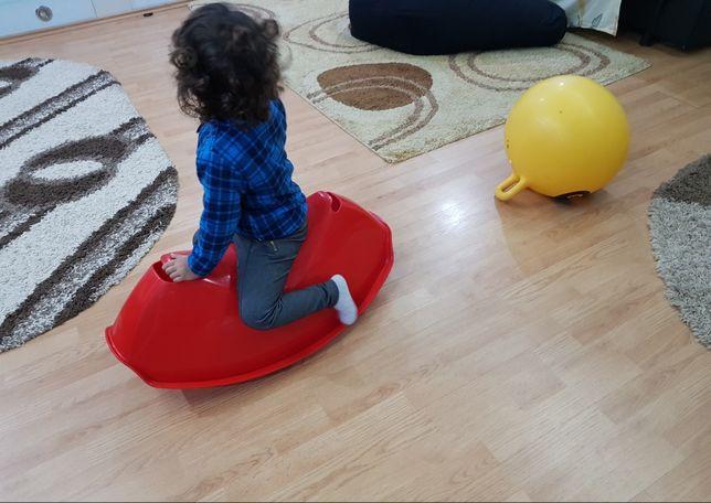 Balansoar copii scoică plastic roșu impecabil, rezistent, Ikea