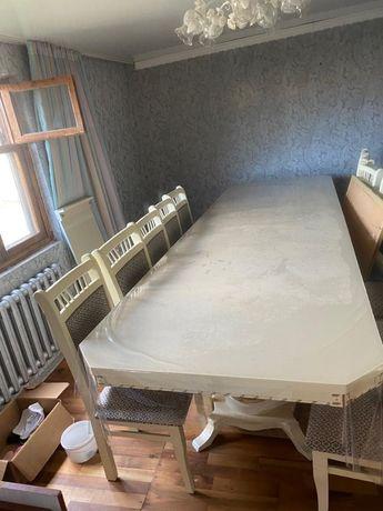 Продаю набор стол,со стулями новый.длина 4метра 12 стуля.раскладной