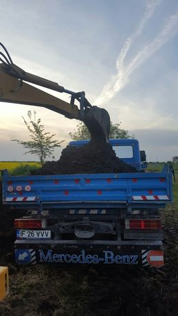 Transport pamant negru vegetal de padure