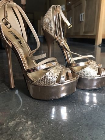 Pantofi cu platforma si toc inalt