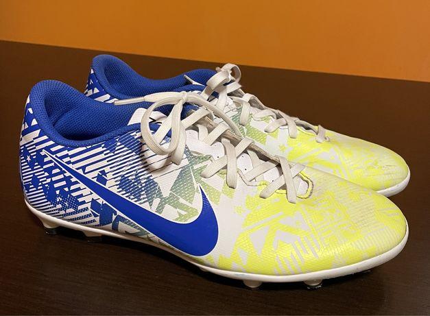 Ghete Nike fotbal pentru gazon.