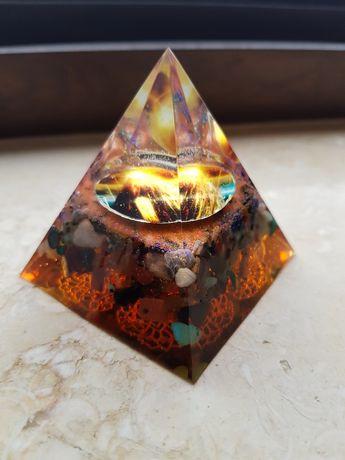 Piramida orgonica pt protectia impotriva invidiei