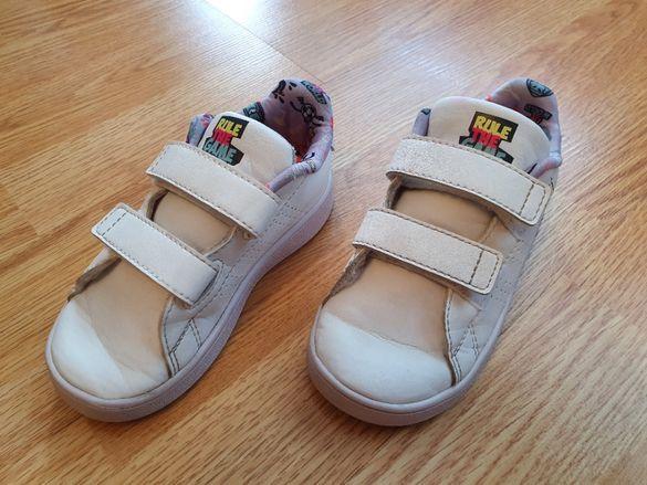 Продавам детски маратонки Adidas Advantage I