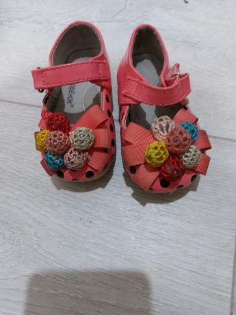 Отдам детские сандалии на девочку