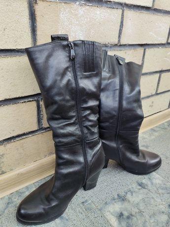 Продам сапоги кожаные зимние женские дешево