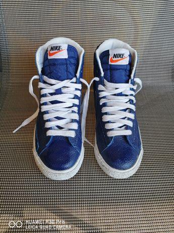 Спортни обувки NIKE тип висок кец