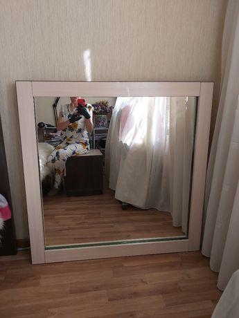 Продам зеркало б/у. С внутренней подсветкой