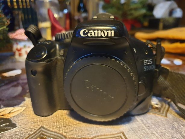 Aparat foto digital Canon 550D
