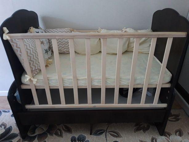Детская кроватка из дерево