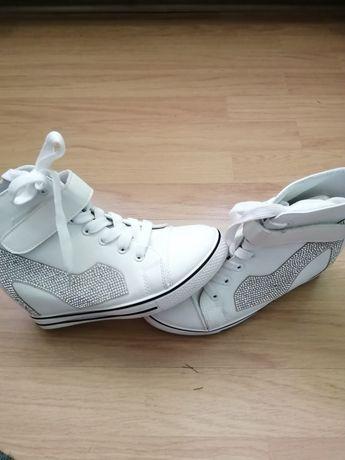 Vand ghete/ pantofi sport cu platforma, dama 38