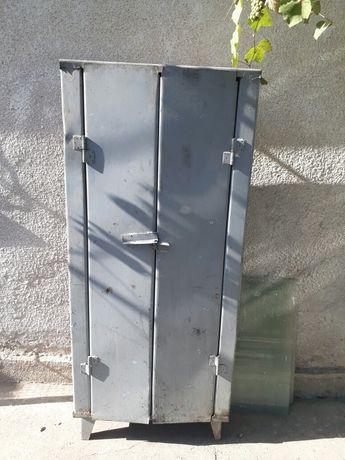 Шкаф железный советский