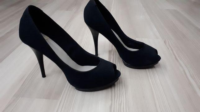 Pantofi pull and bear marimea 38