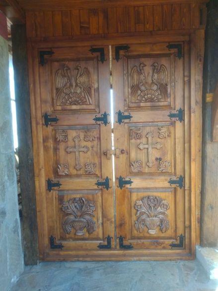 Врати и порти от масив