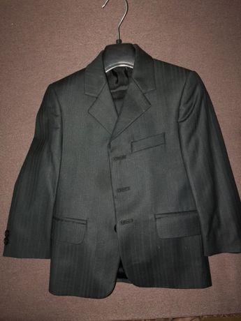 Продам костюм (пиджак + брюки) на мальчика на 4 года