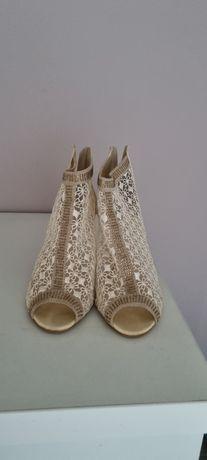 Pantofi tip botine