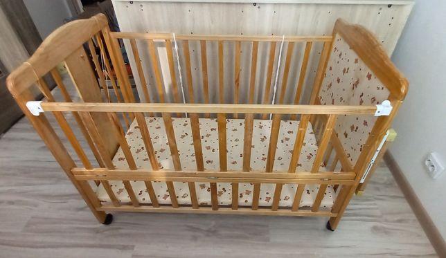 Продам детскую кровать с матрасом и бортиками