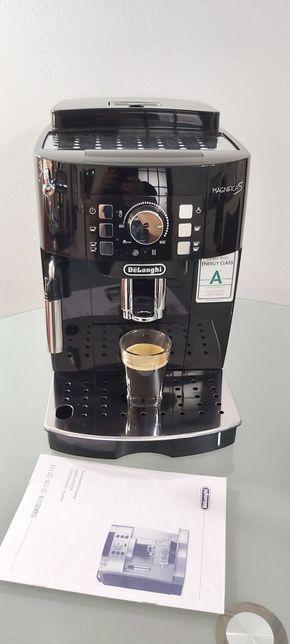 Expresor Aparat de cafea Delonghi magnifica S