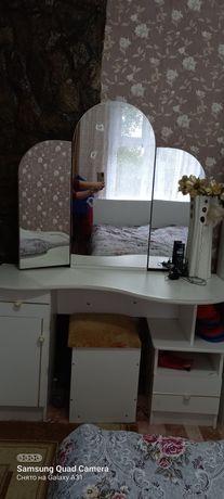 """Продам  мебель """" туалетный столик+пуфик и камод"""""""