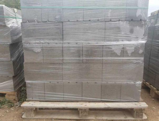 Продаем пескоблок пустотелый (стеновой)