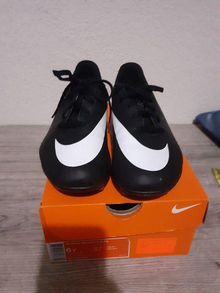 Спортни обувки-бутонки NIKE