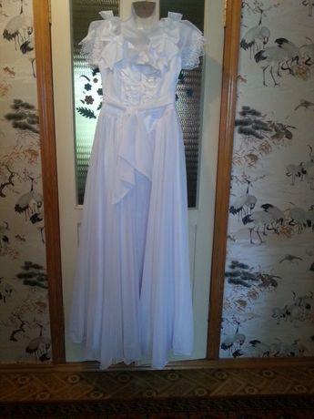 платье свадебное 48р