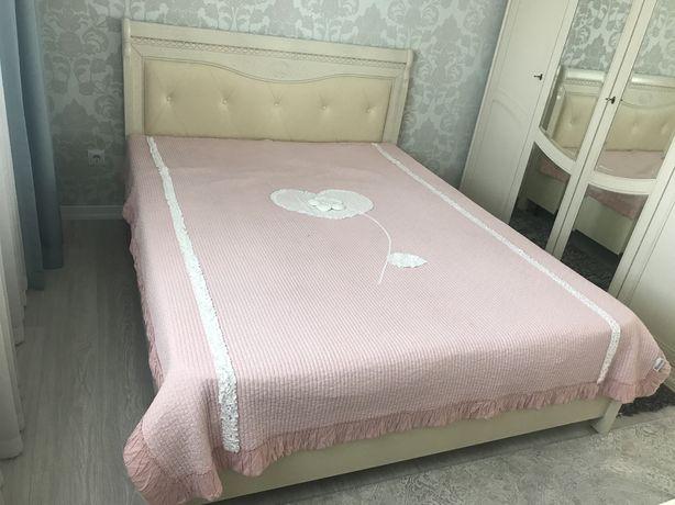 Тумбочки,кровать