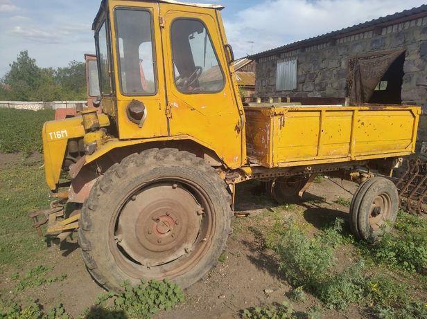Продам 2 трактора на полном ходу.