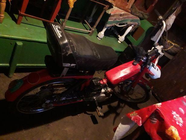 Vand moped pe benzina