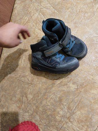 Продам ботинки на осень