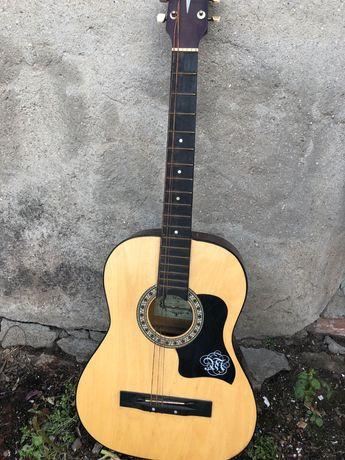 Продам гитару в хорошем состоянии