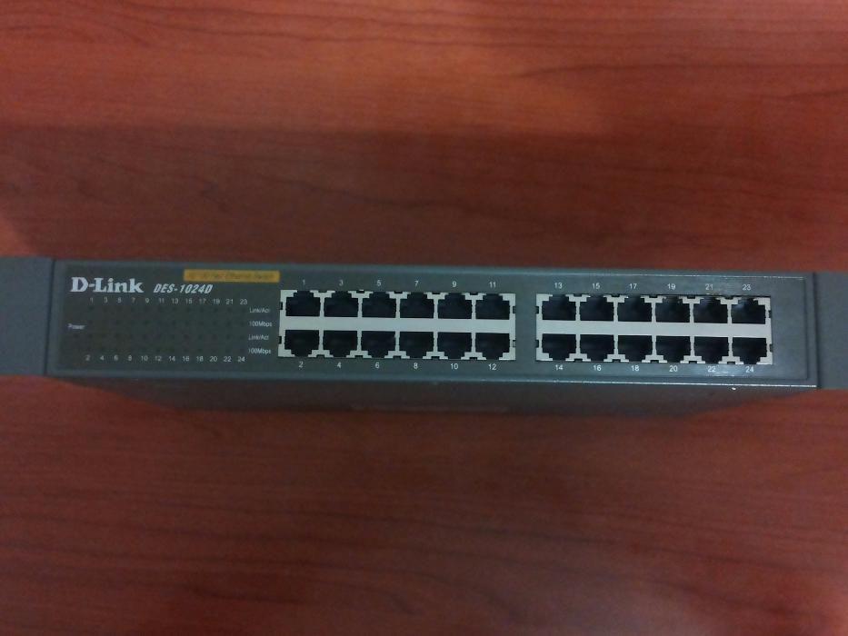 Vand Switch D-Link DES-1024D