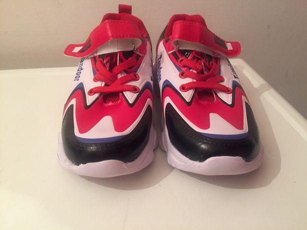 Продам новые кросовки 2500