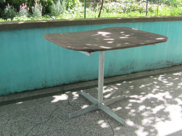 Градинска маса  с метални крака