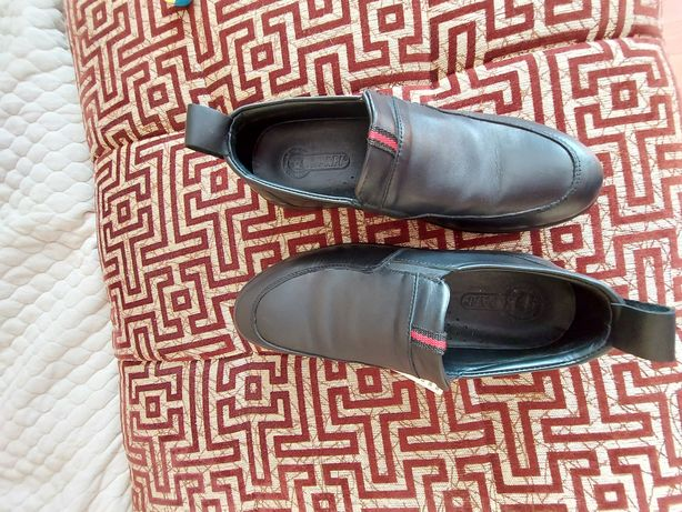 Продам кожанные туфли для мальчика. Размер 37. Новые.