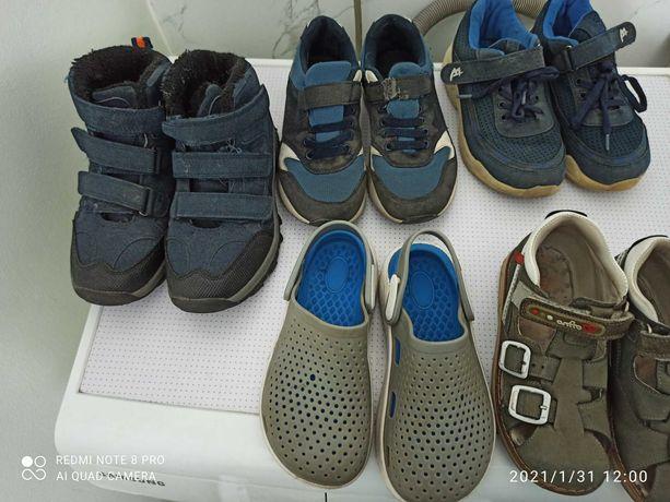 Обувь для мальчика разная, кроссовки бесплатно.
