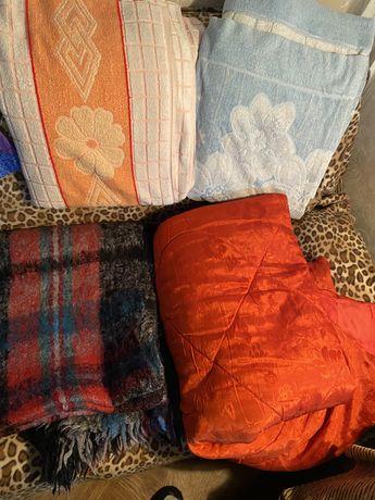 Пледы и одеяло , в хорошем состоянии, за все 3 тыс