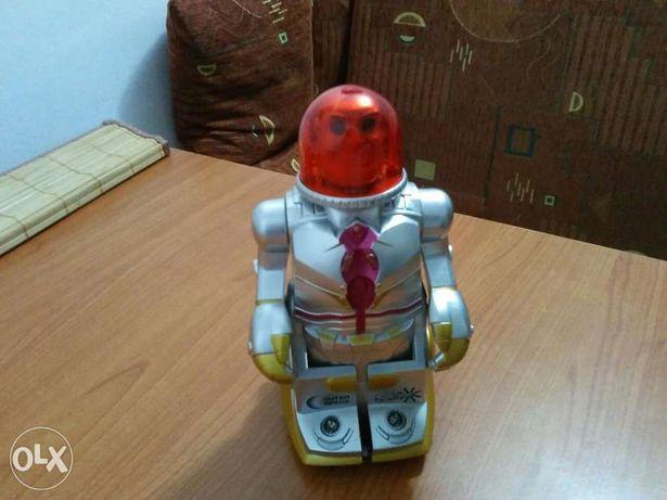 Robot jucarie cu baterii