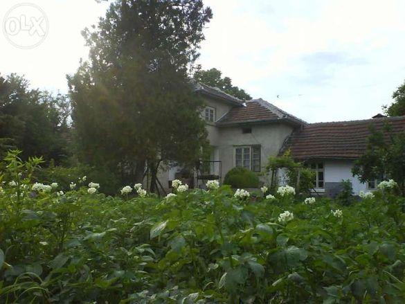 къща,вила, с двор село Бутово област Велико Търново