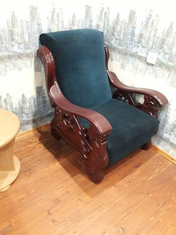 Кресло два и диван.