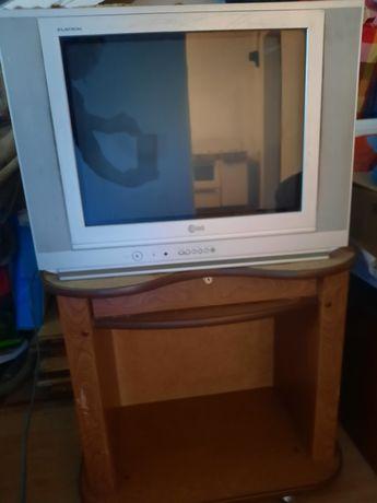 Телевизор  LG в рабочем состояний