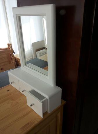 Огледало с чекмеджета за бижута