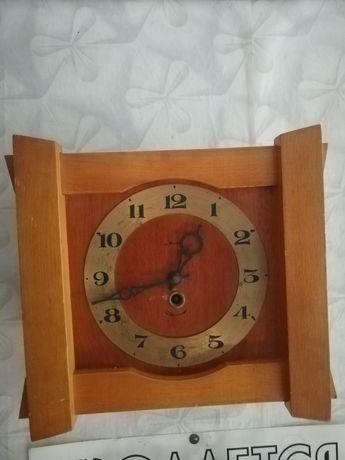 Продам настенные часы производство СССР