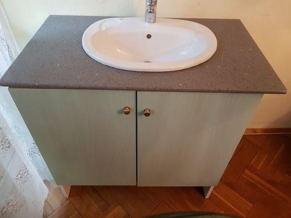 Шкаф за баня със каменен поръчков плот