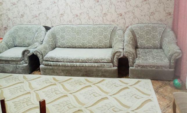 Срочно !Продам диван и 2 кресла (раскладные)