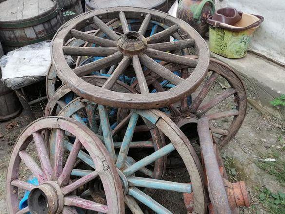 Стари автентични колела от каруци