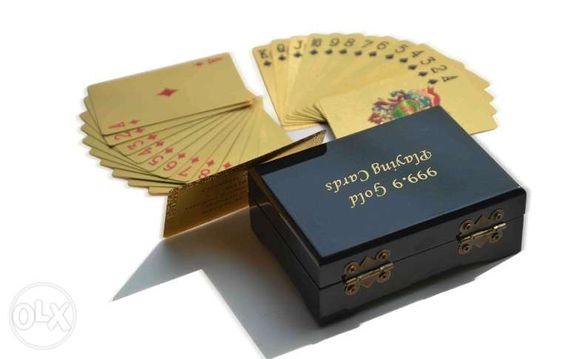 Луксозни златни карти за игра в дървена кутия - със сертификат