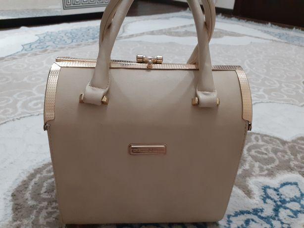 Бежевая сумка сундук