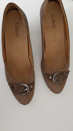 Продам женскую обувь размер 41,42