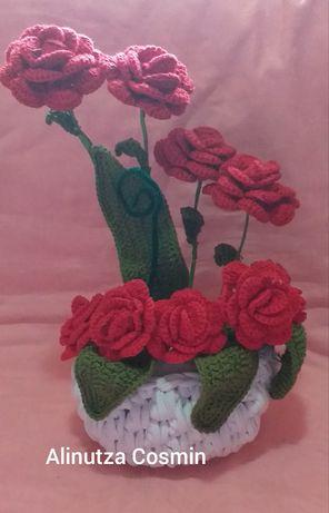 Ghiveci cu flori crosetate