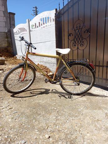 Vand bicicleta sau schimb cu păsări
